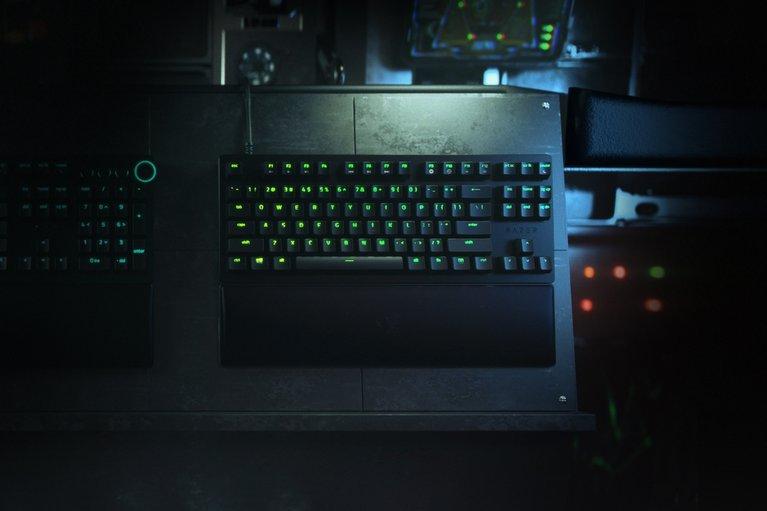 Razer Huntsman V2 Tenkeyless - Clicky Optical Switch - US